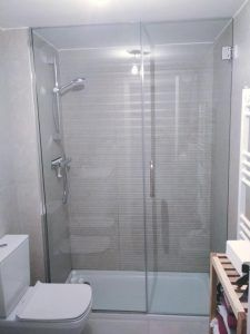 mampara_cristal_baño-con_puerta_cristalwww.cristaleriamarti.com-alicante