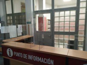 Mamparas-metacrilato-Ayuntamiento-Aspe-instalación-1