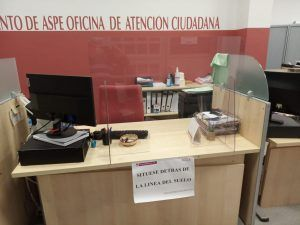 Mamparas-metacrilato-Ayuntamiento-Aspe-instalación-5